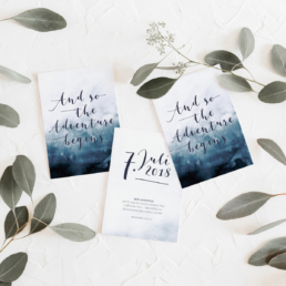 Save-the-Date Karte zur Hochzeit aus der Kollektion Dreamy Mood in Navy Blue