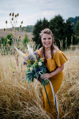 Inspiration Shoot (Styled Shoot) in der Farbe Senfgelb